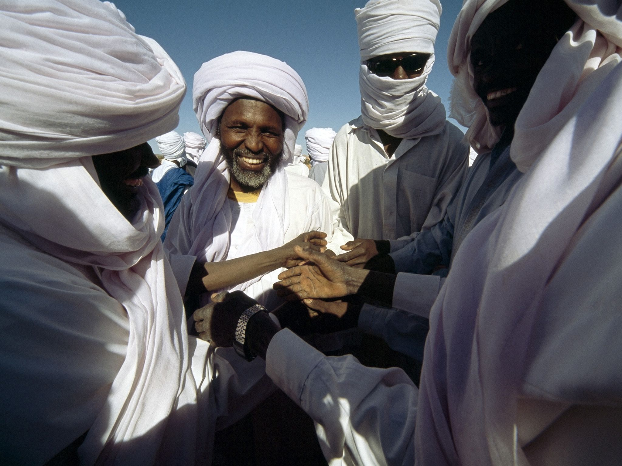 In the north of Chad, men congratulate each other after breaking the month-long Ramadan fast.... [Photo of the day - مارس 2020]