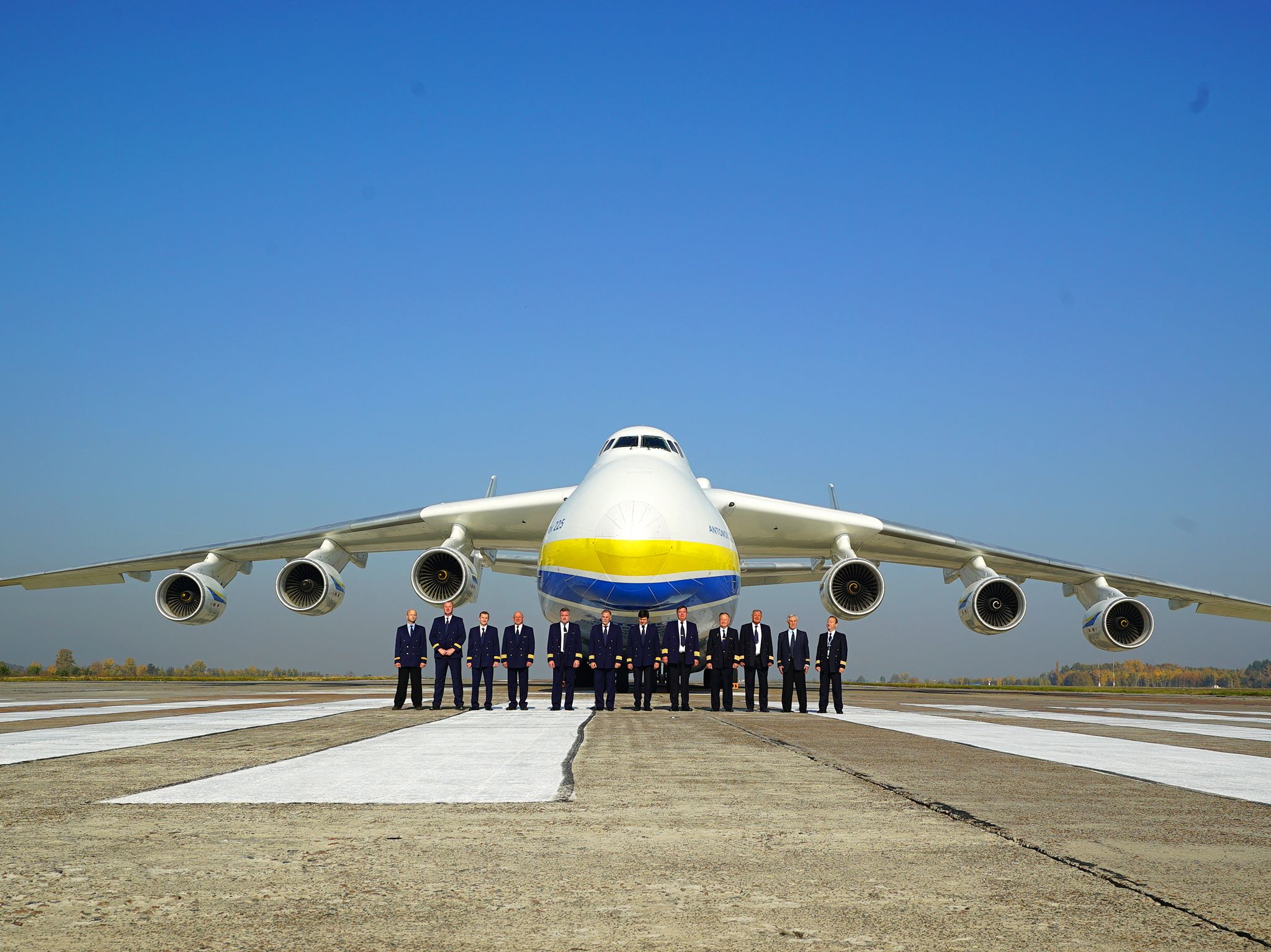 Ukraine:  Pilots celebrating 30 years of the Buran.  This image is from Superstructures:... [Photo of the day - مايو 2020]