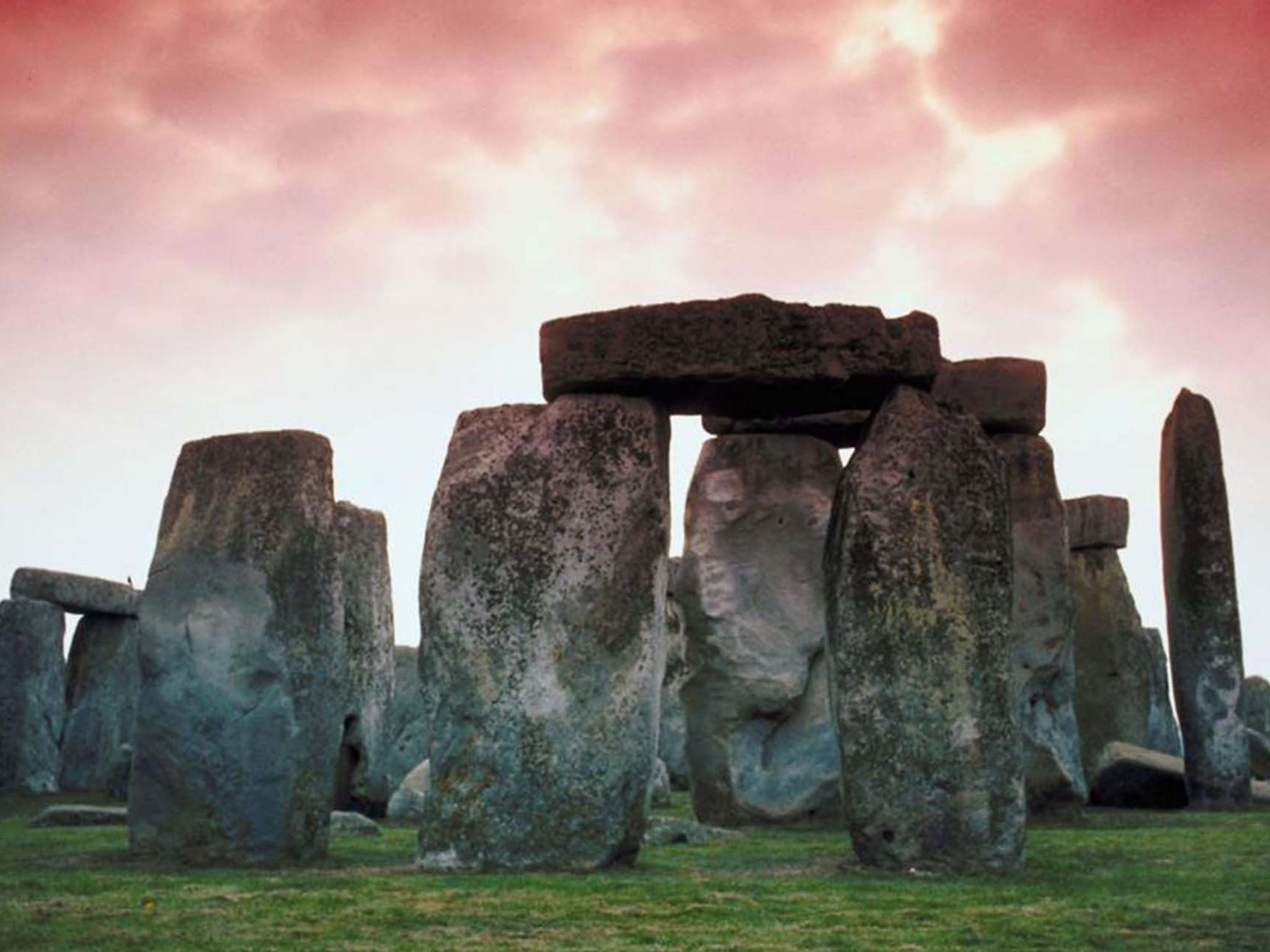 Photo of  Stonehenge: Decoded. The remarkable arrangement of mysterious stones on Salisbury... [Photo of the day - May 2020]