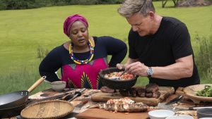 Chef Zola Nene (L) observes as... [Photo of the day - 30 SEPTEMBER 2020]