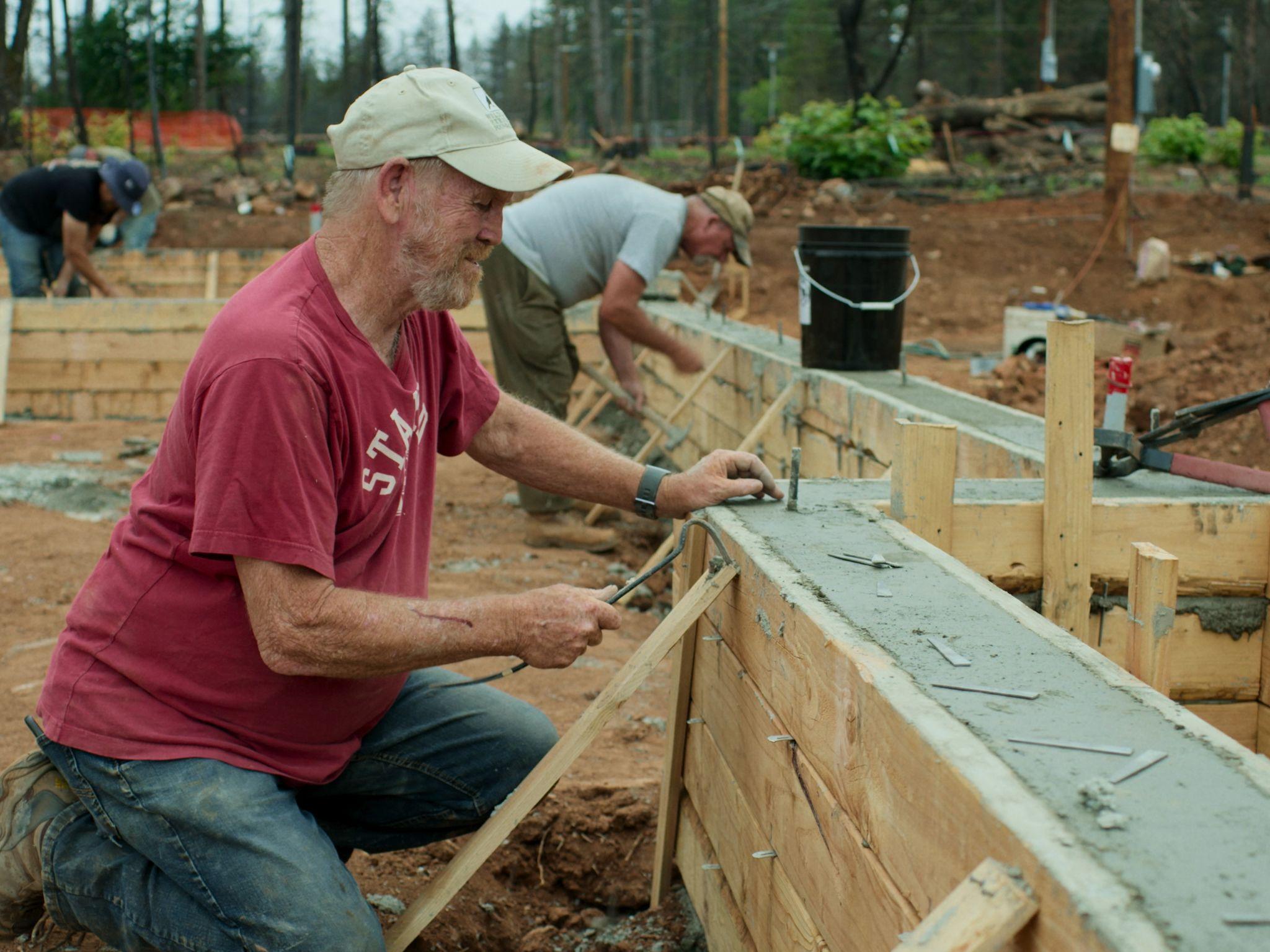 """ستيف """"وودي"""" كولتون يعيد بناء منزله في مدينة باراديس... [Photo of the day - نوفمبر 2020]"""