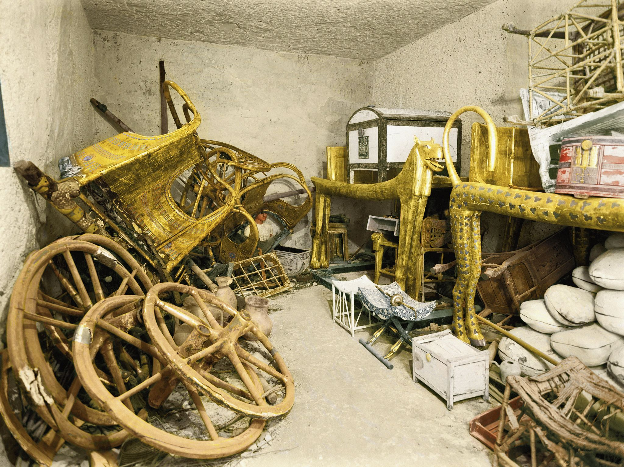 Colorized version of black and white photograph of the antechamber from Tutankhamun's tomb,... [Photo of the day - February 2021]