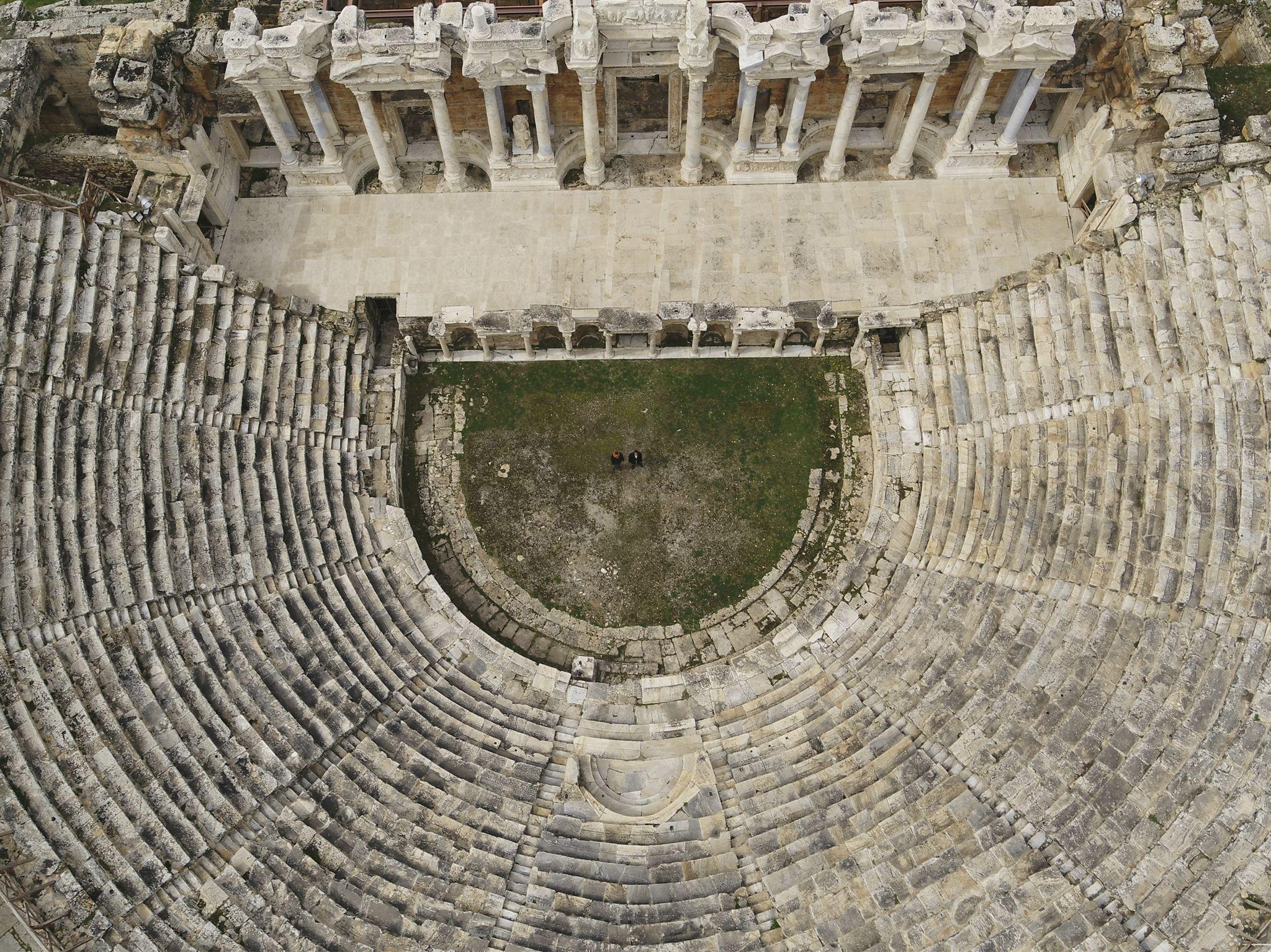 مسرح هيرابوليس الروماني. هذه الصورة من برنامج أوروبا... [Photo of the day - فبراير 2021]