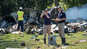 REENACTMENT - NTSB Investigator Joe... [Photo of the day - 10 APRIL 2021]