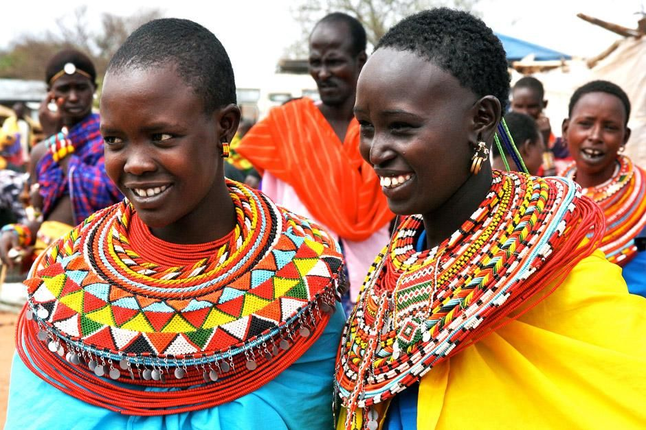 Two young Maasai women. This image is from Warrior Road Trip. [Photo of the day - 六月 2012]