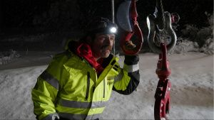 Ice Road rescuer in the night. This... [Photo of the day - 21 OCTOBER 2021]