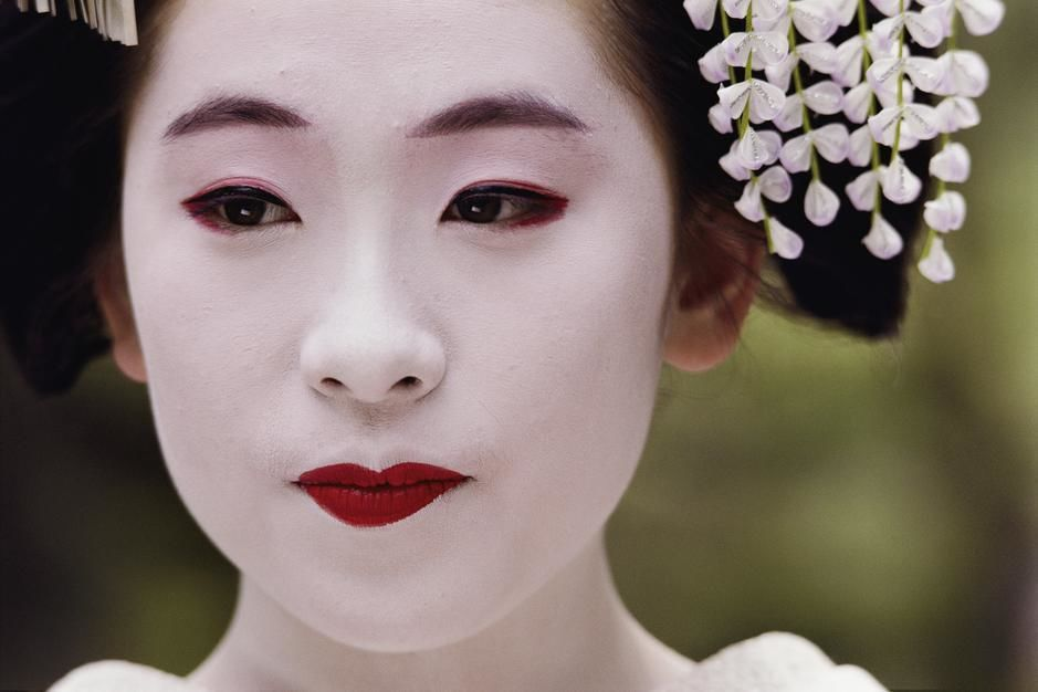 Maiko, an apprentice Geisha, in Kyoto. Japan. [Photo of the day - July 2011]