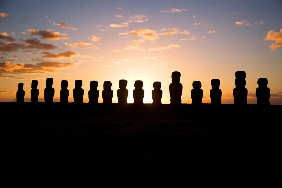 Easter island statues at sunset. This image is from Departures. [Photo of the day - سپتامبر 2012]