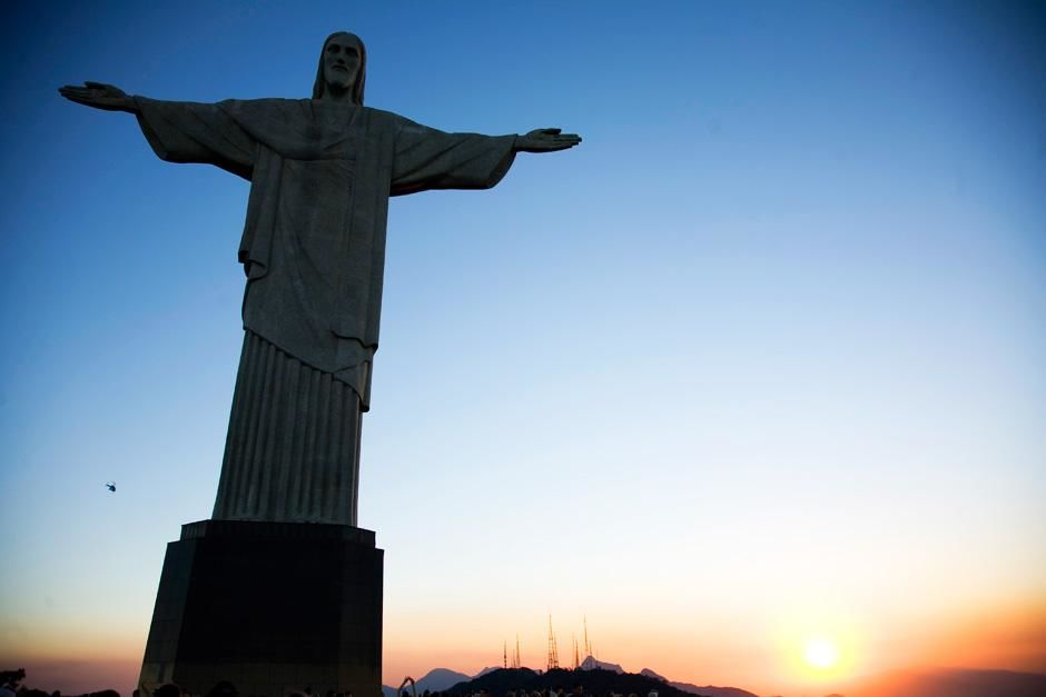 Christ the redeemer statue, Rio de Janeiro, Brazil. This image is from Departures. [Photo of the day - سپتامبر 2012]