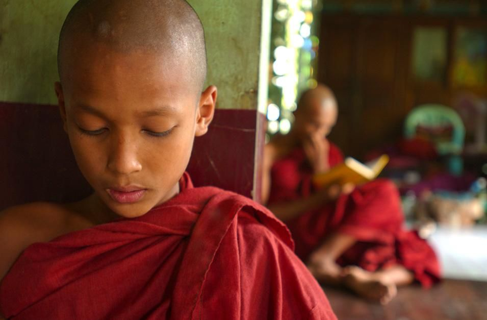 Young Buddhist monk chanting. This image is from Laya Project. [Photo of the day - نوفمبر 2012]