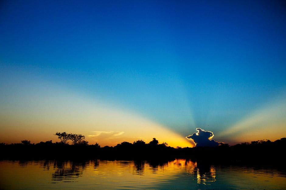 Sunset on the Xingu River, Brazil. This image is from Megapiranha. [Photo of the day - دسامبر 2012]