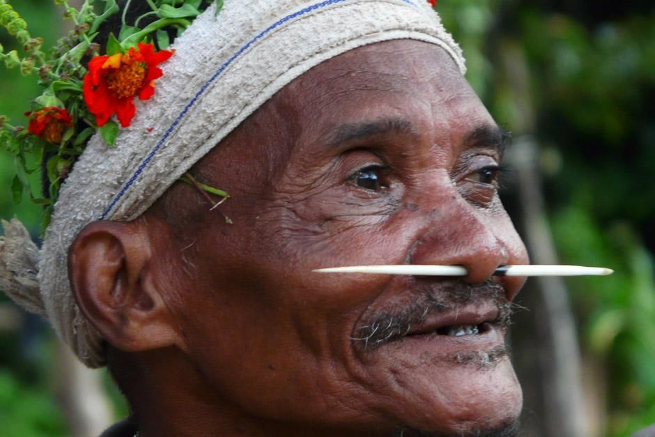Royal Belum National Park, Perak, Malaysia: Bintang, an elder from the village of Bongo 2, is a... [Photo of the day - دسامبر 2012]