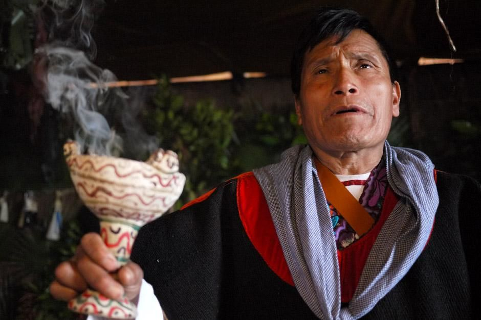 A close-up shot of local Tzotzil Shaman, Jose Joaquin Vasquez as he performs a sacred ritual to... [Photo of the day - ديسمبر 2012]