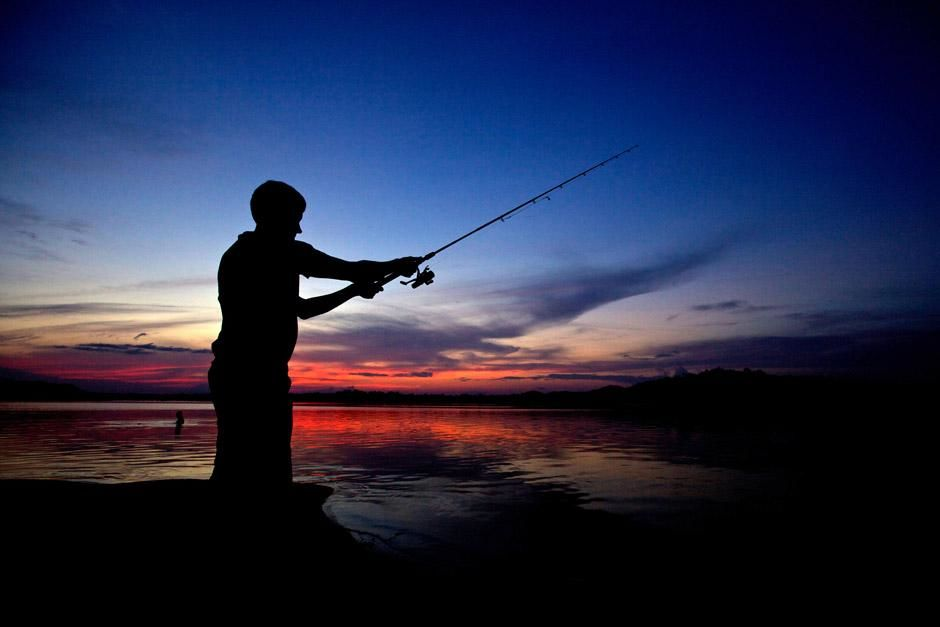Scientist and best angler of the group, Justin Grubich, casts at sunset on the Xingu River in... [Photo of the day - ديسمبر 2012]