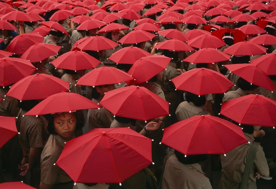 Today is Double Ten Day and these children in Teipei with red umbrellas help celebrate. Double... [Photo of the day - October 2011]