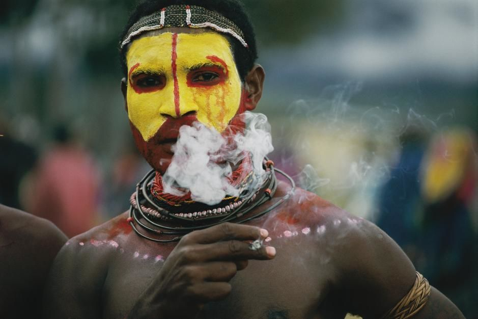 Close view of a Huli Wigme before the sing-sing ritual dance in Garoka. Papua New Guinea. [Photo of the day - October 2011]