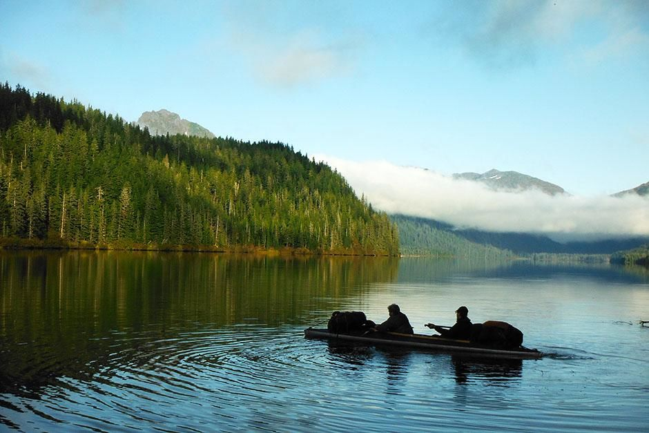 Admiralty Island, Alaska, USA: Tyler Johnson & Brent Sass paddling part of the journey.  This... [Photo of the day - 八月 2013]