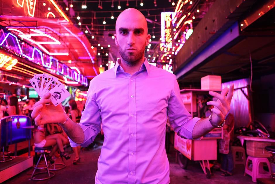 Bangkok, Thailand: Drummond Money-Coutts holding a fan of cards. This image is from Card Shark. [Photo of the day - سپتامبر 2013]