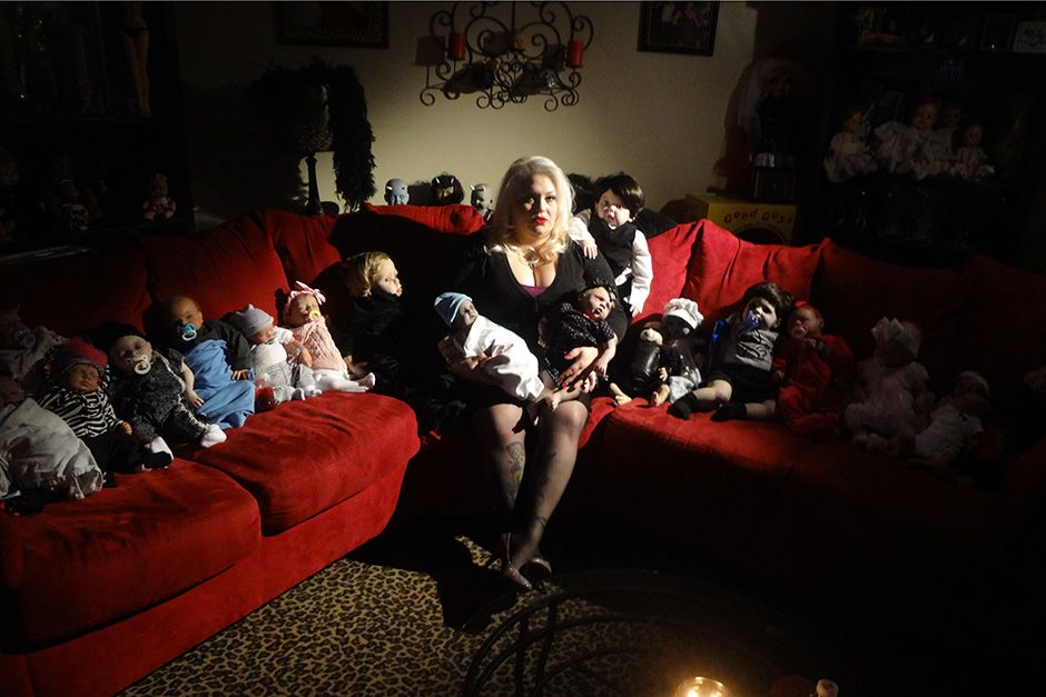 Staten Island, New York, USA: Marilyn sits on the couch with a collection of her unborn dolls.... [Photo of the day - October 2013]