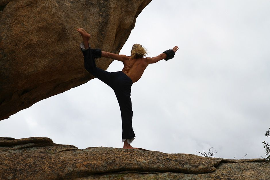 Boulevard, California, USA: Yogi Zen exercises on a large boulder, next to his cave home. This... [Photo of the day - October 2013]