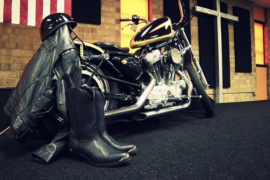 Nord Carolina, USA: una motocicletta è esposta sul nuovo palco presso la Freedom Biker Church. [Foto del giorno - dicembre 2013]