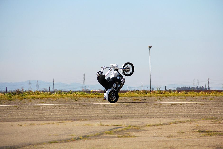 Kingdon Airport, Lodi, California, USA: Joe Padilla popping a wheelie on a Dyna motorcycle. This... [Photo of the day - دسامبر 2013]