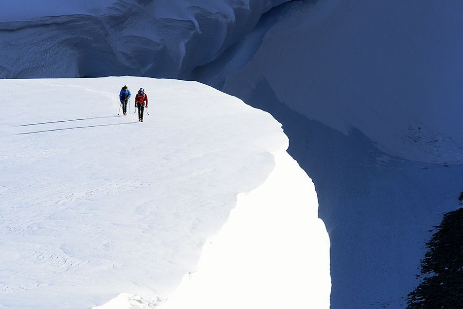 Terra della regina Maud, Antartica: il Team leader Mike Libecki e lo scrittore Freddie Wilkinson... [Foto del giorno - dicembre 2013]