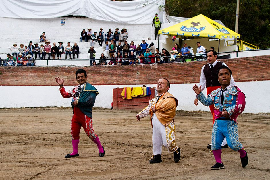 Columbia: In bull-fighting, bravado is everything. Colombian 'matadwarfs' are... [Photo of the day - ژانویه 2014]