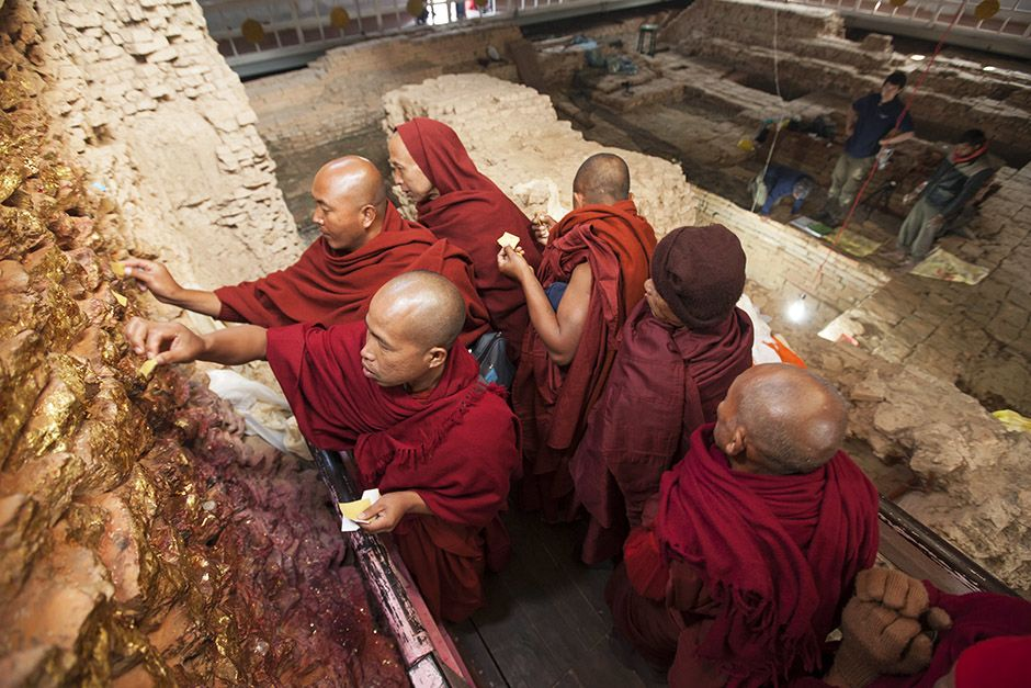 Lumbini, Nepal: Buddhist monks in Lumbini worship at the site where, according to legend, the... [Photo of the day - آوریل 2014]