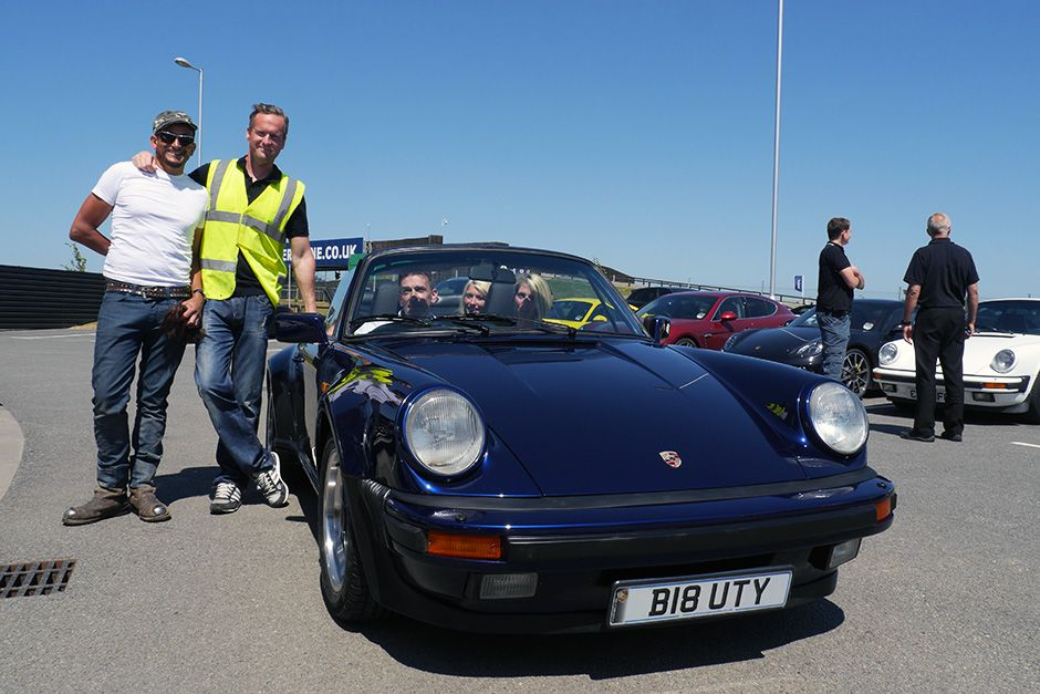 Silverstone, UK: Tim Shaw and Fuzz Townshend pose next to finished Porsche. Bolly Maloy, Allice... [Photo of the day - می 2014]