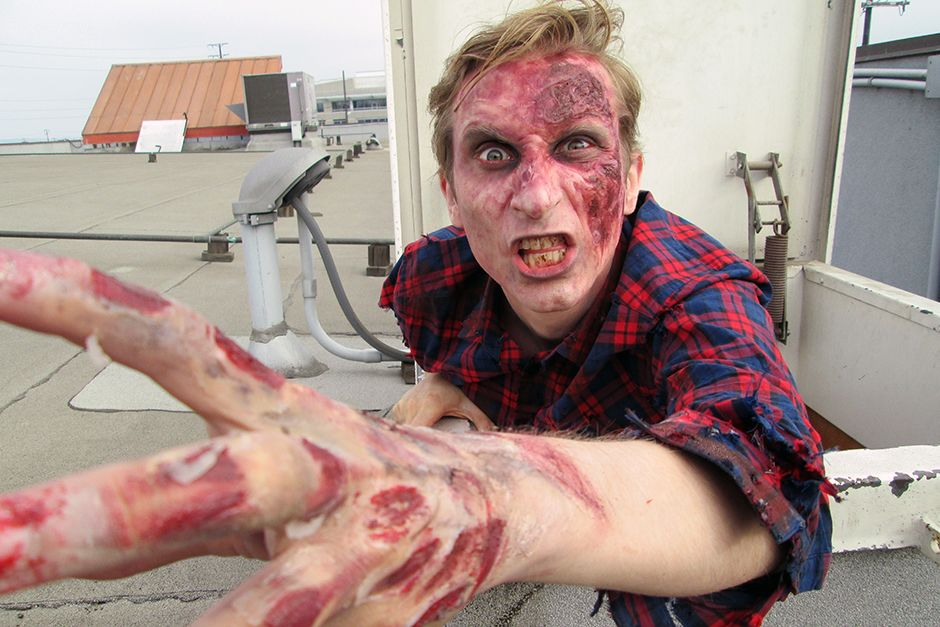 Los Angeles, CA, USA: Uh-oh!  Looks like Jake has been zombified! This image is from The Numbers... [Photo of the day - می 2014]
