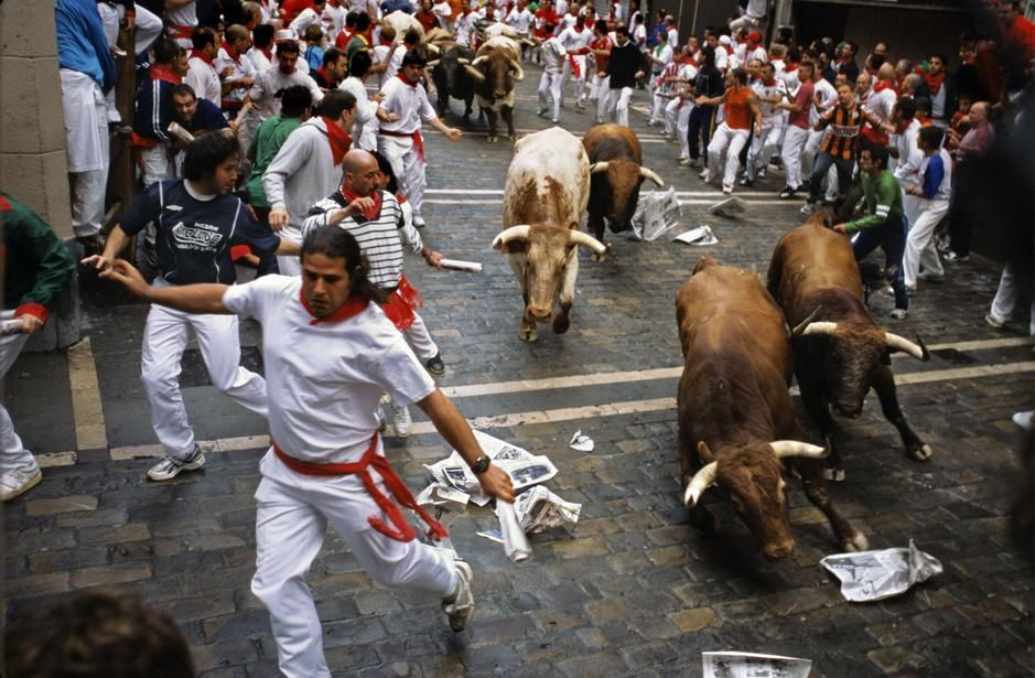 The running of the bulls in Pamplona, Navarra. [Photo of the day - مارس 2011]