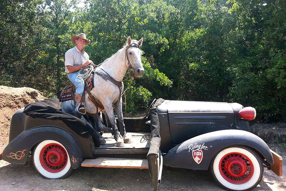 Hico, TX, USA: Bobby and Jingle Bob relax during training in the car Bobby used to win the... [Photo of the day - May 2014]