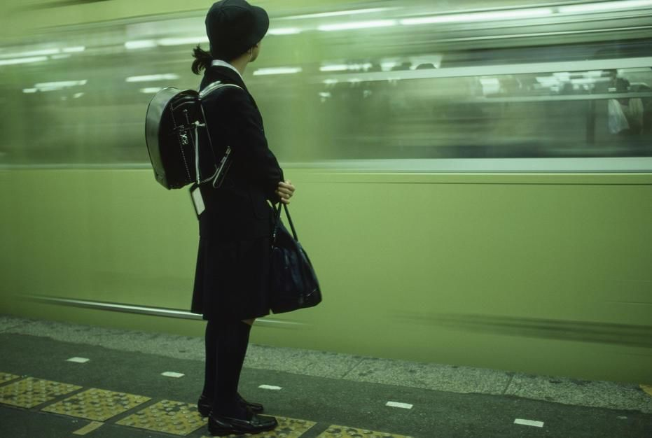 A private school communiter awaits her train at Shinjuku Station. [Photo of the day - مارس 2011]