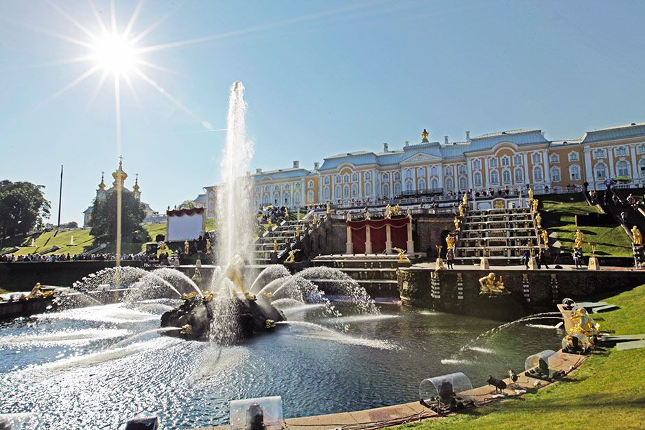 St. Petersburg, Russia: The vista of the Grand Cascade with the Grand Palace behind it,... [Photo of the day - ژوئن 2014]