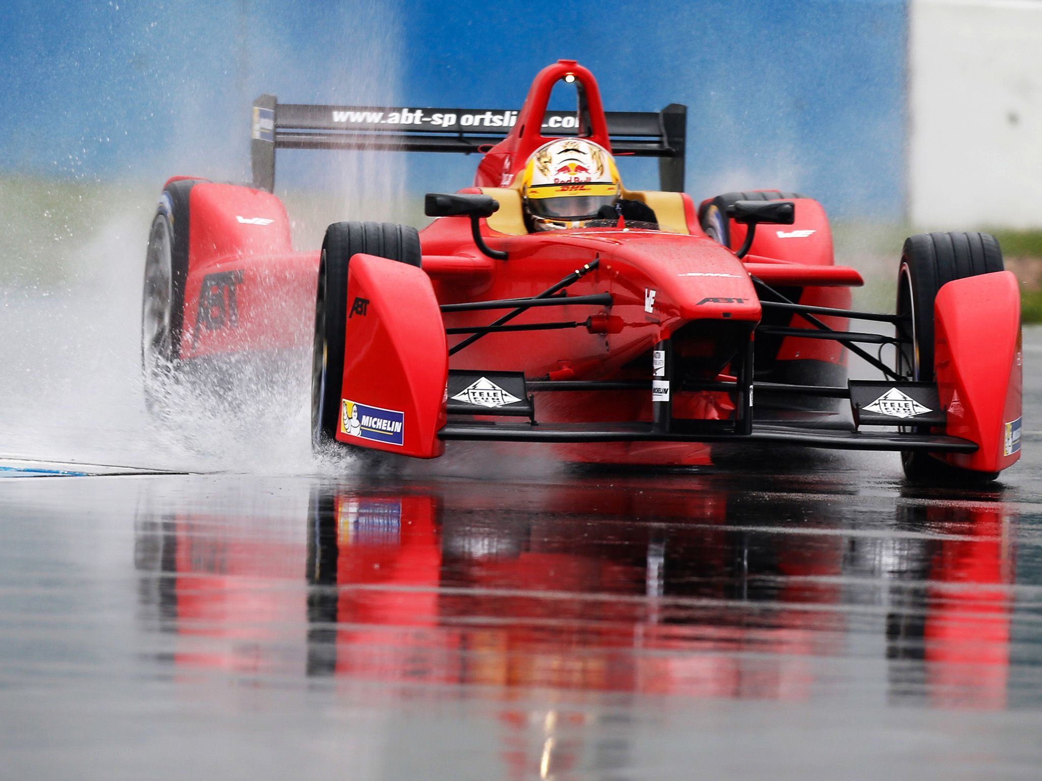 Venturi car on a wet track. This image is from Formula E: Racing Recharged. [Photo of the day - سپتامبر 2014]