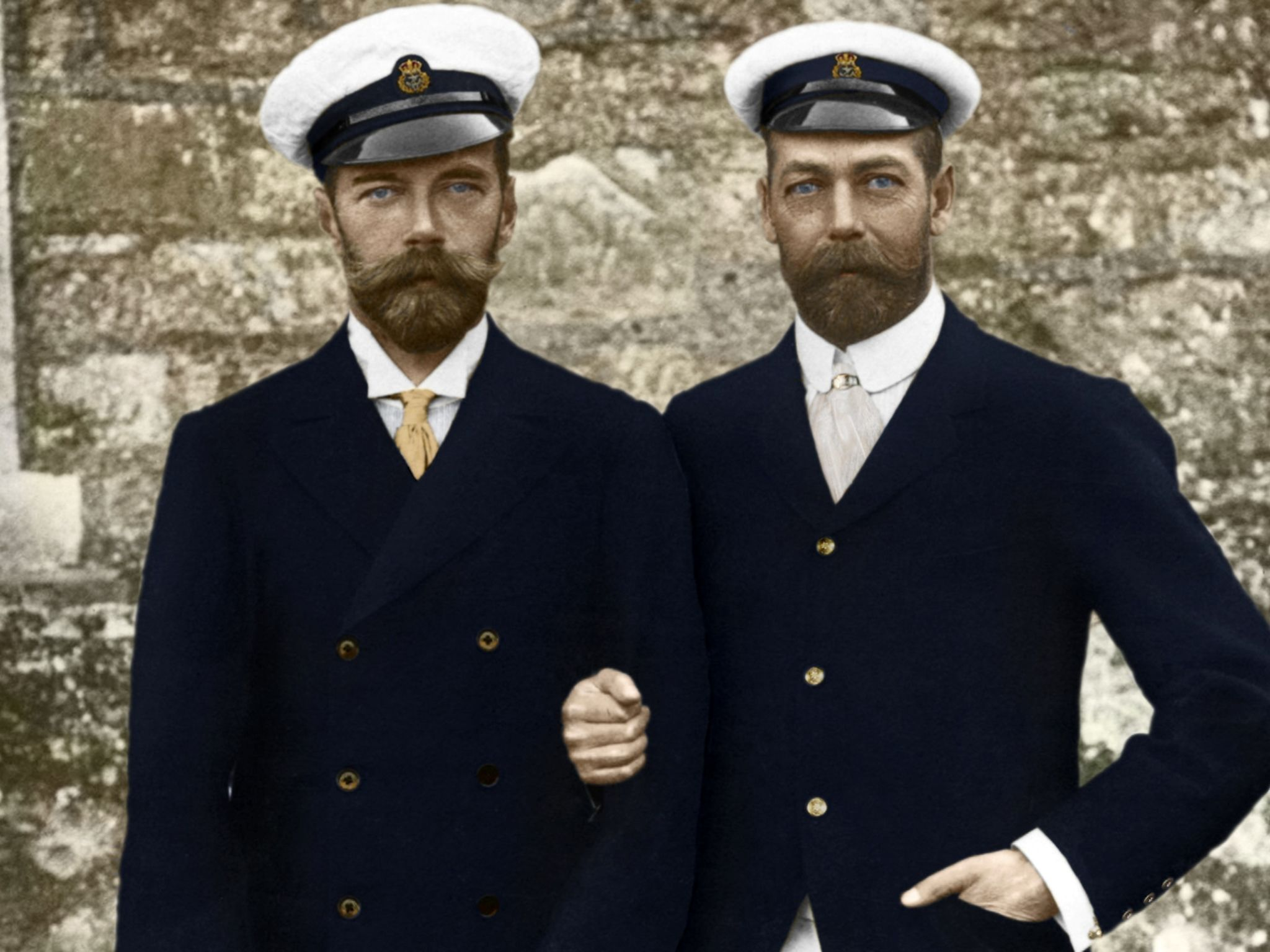 There's a remarkable resemblance between Tsar Nicolas II (left) and the British monarch George V... [Photo of the day - September 2014]