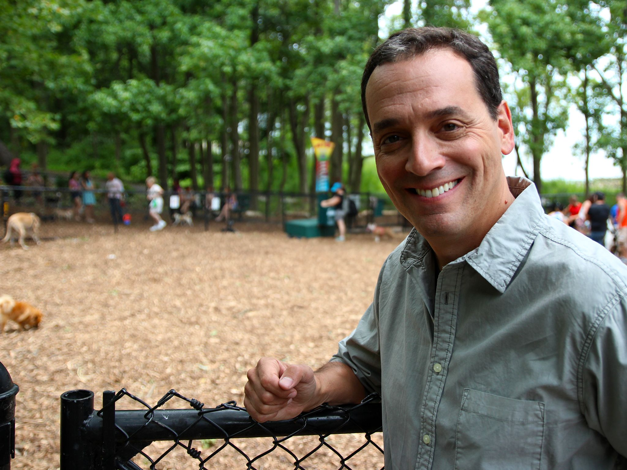Staten Island, NY, USA: Presenter Daniel Pink heads to a dog park to see how the experiments are... [Photo of the day - November 2014]