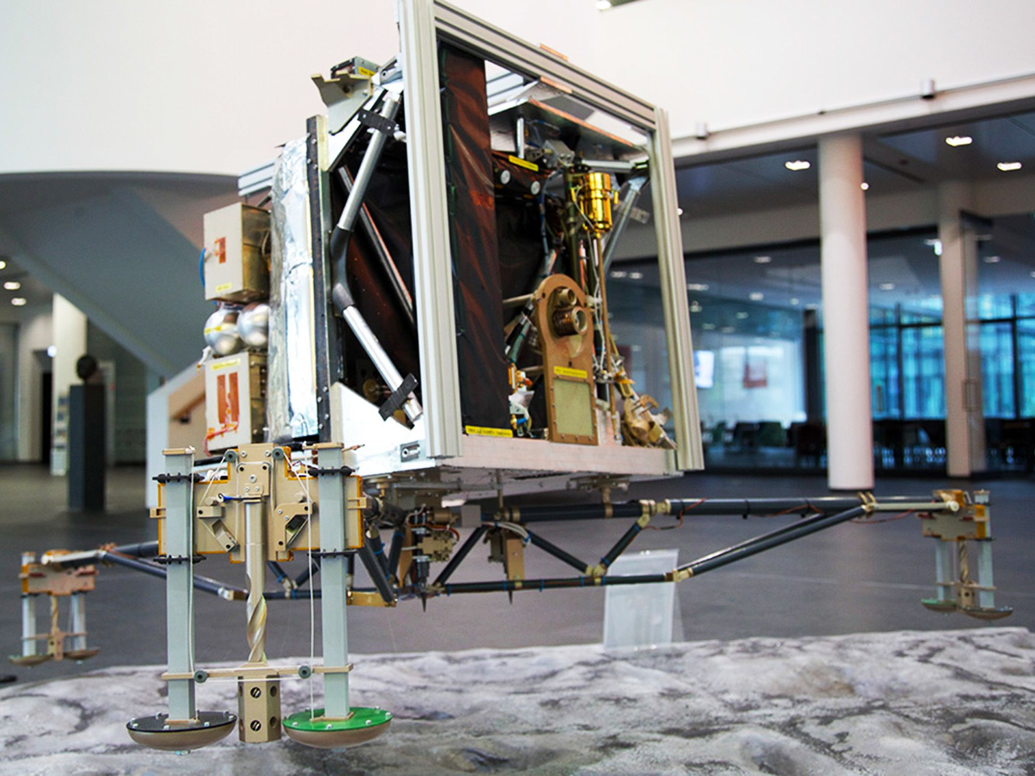 Max Planck Institute of Solar System Research, Gottingen, Germany: Philae Replica. [Foto del giorno - novembre 2014]