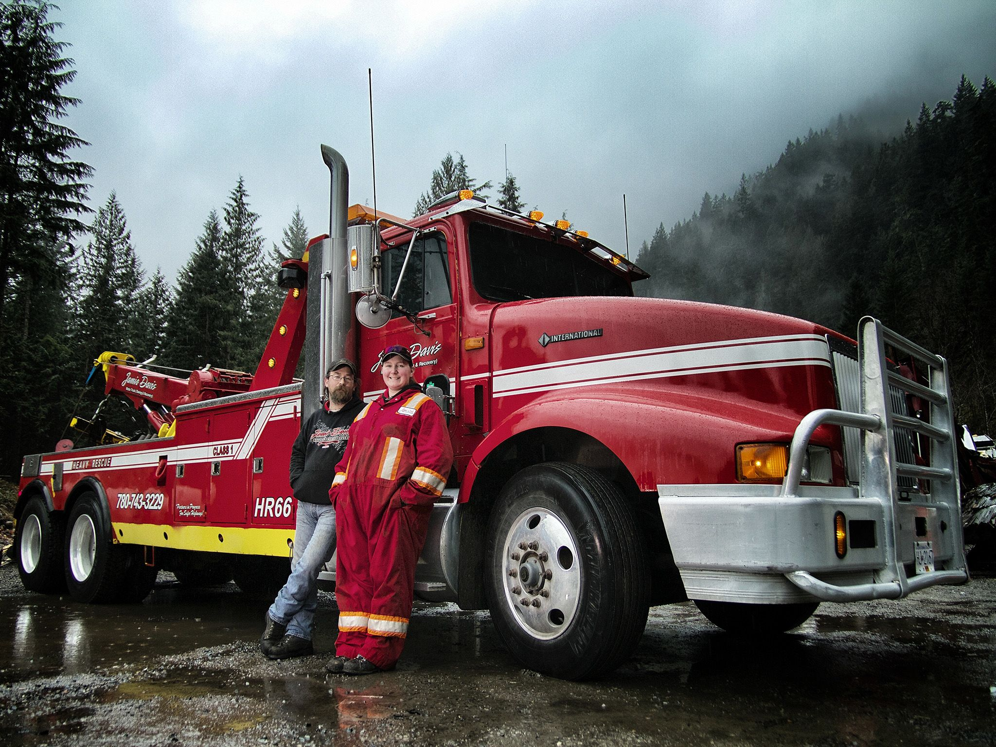 Canada: Howie Irwin, Brittany Linde. This image is from Highway Thru Hell. [Photo of the day - مارس 2015]