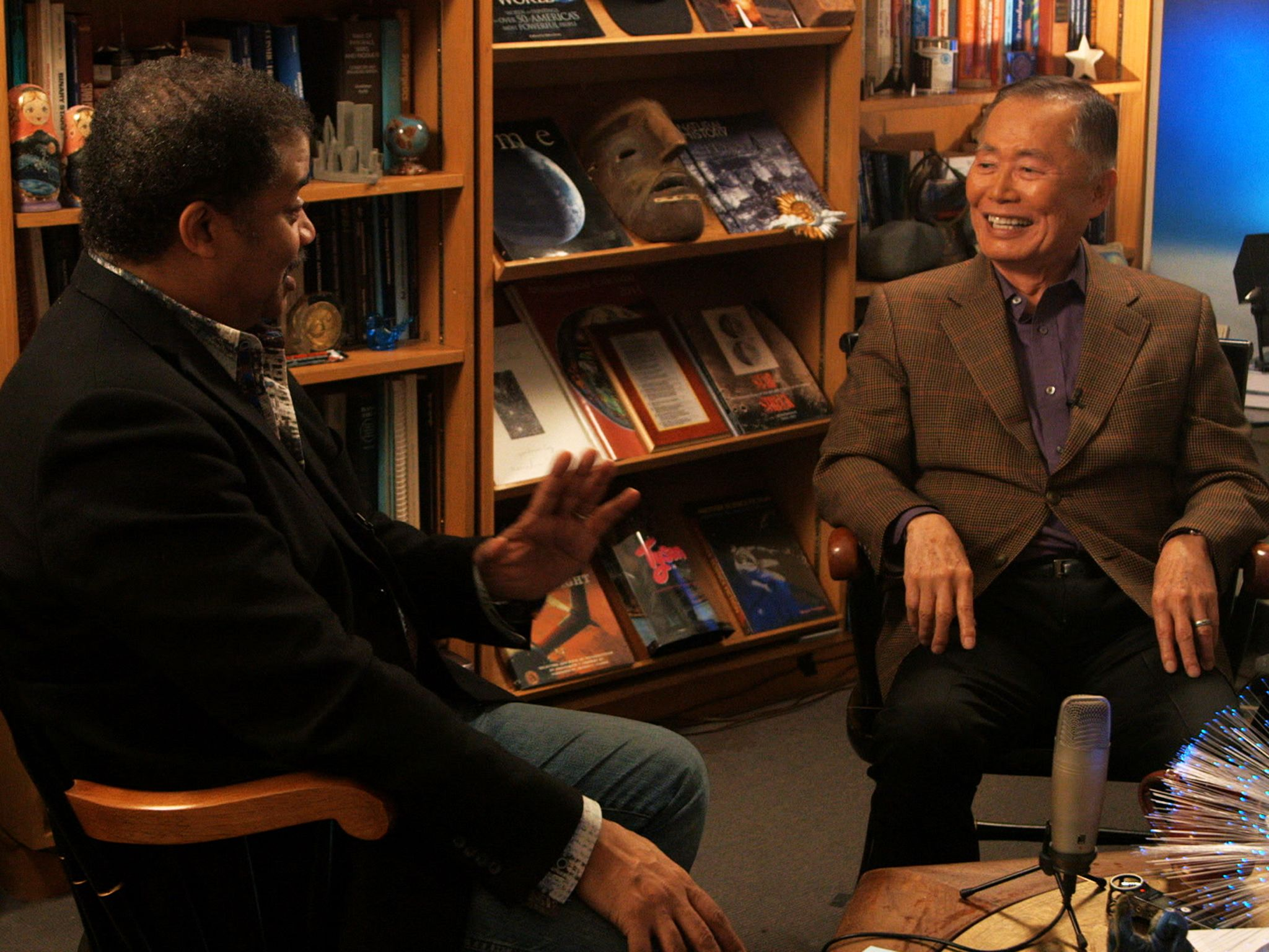 New York, N.Y.: Host Neil deGrasse Tyson interviews George Takei, widely known for his role as... [Photo of the day - آوریل 2015]