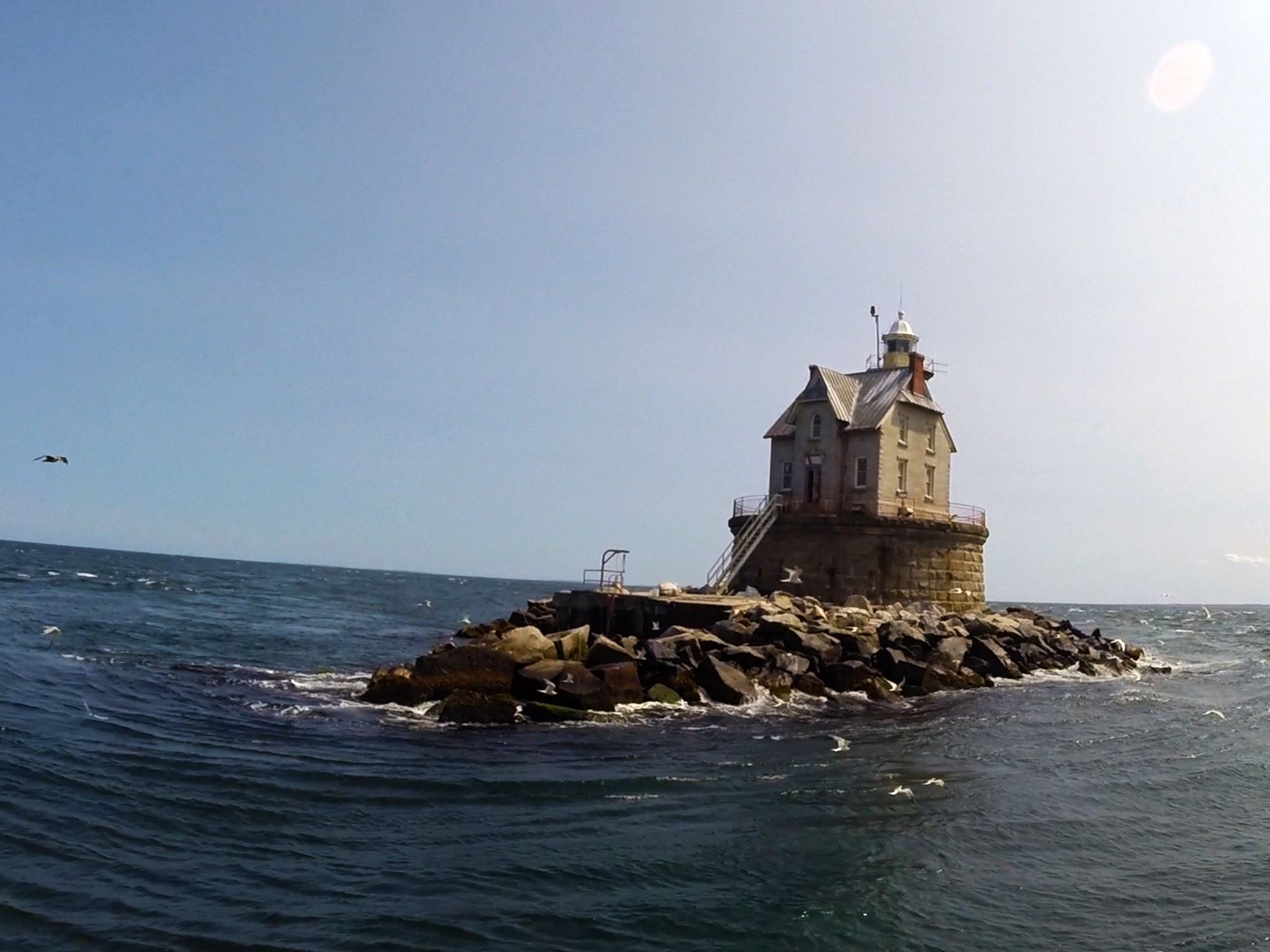 Long Island, N.Y.: The Race Rock Lighthouse stands in Long Island Sound on a beautiful... [Photo of the day - آوریل 2015]