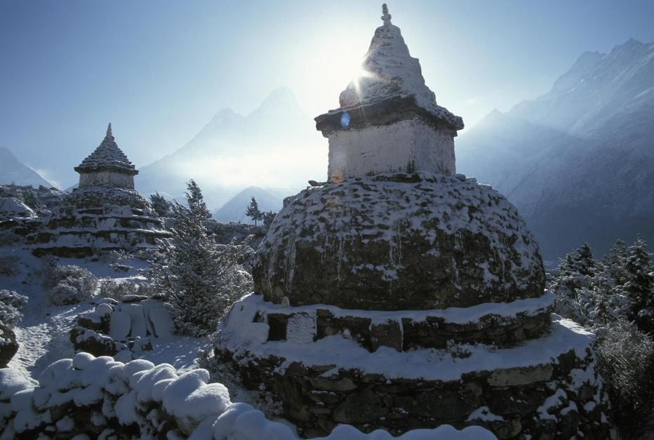 A stupa in Pangbouche en route to Mount Everest, Khumbu Region. [Photo of the day - می 2011]