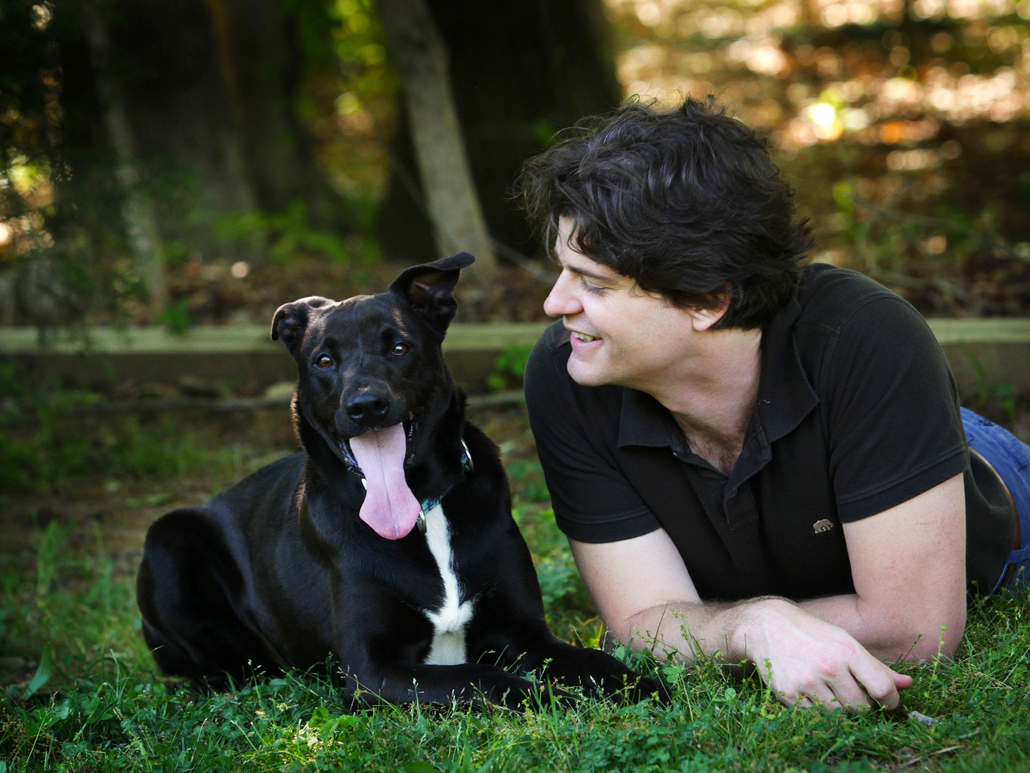 Dr. Brian Hare with Tassie the dog. This image is from Is Your Dog A Genius? [Photo of the day - آوریل 2015]