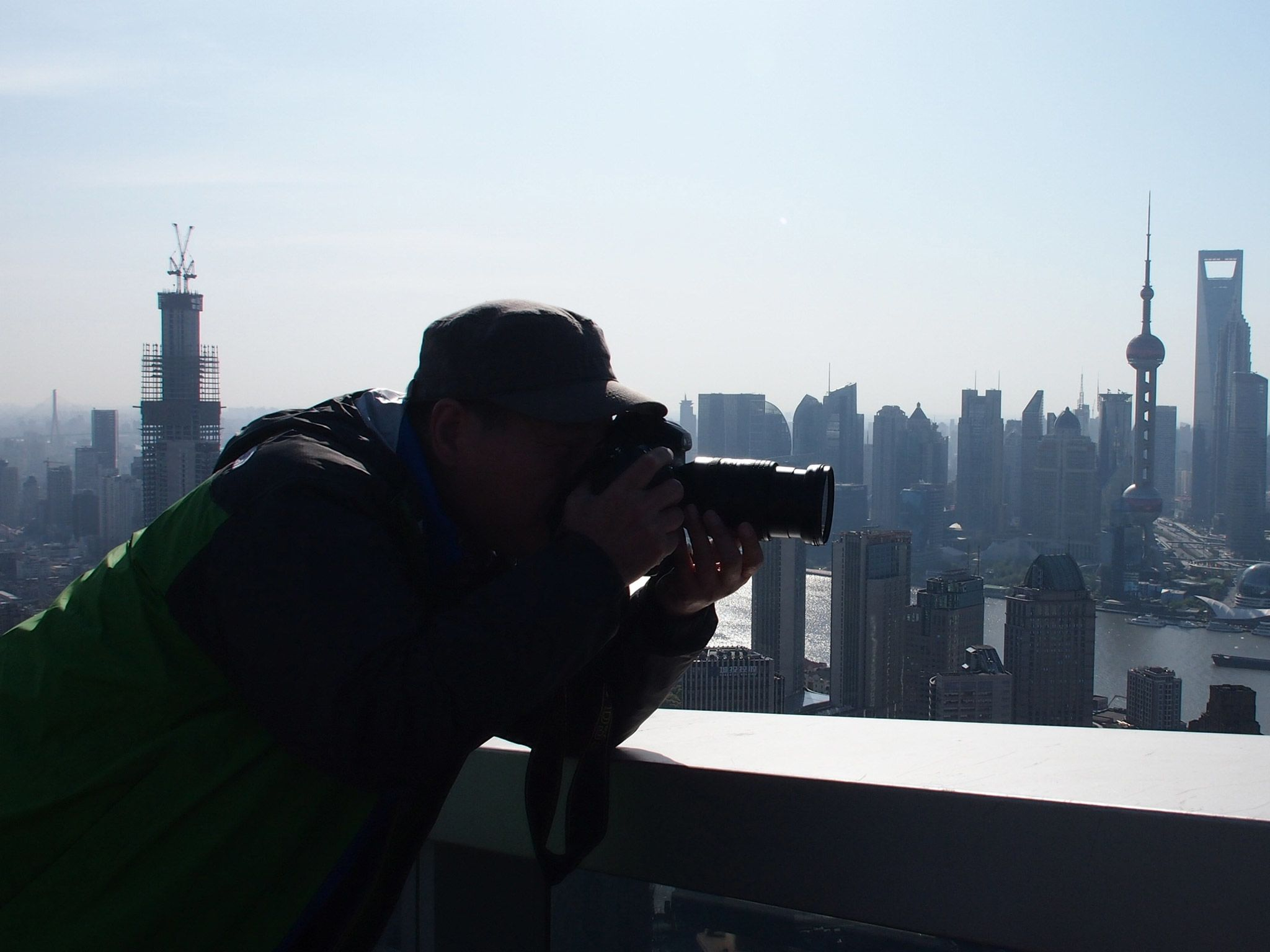 Shanghai: Photographer Zheng Xianzhang takes a photo from the rooftop of a skyscraper. [Photo of the day - ژولیه 2015]