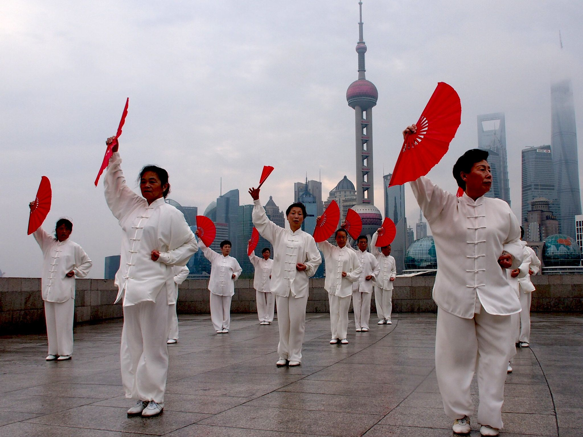 Shanghai: Taiji practitioners by the Bund. [Photo of the day - ژولیه 2015]