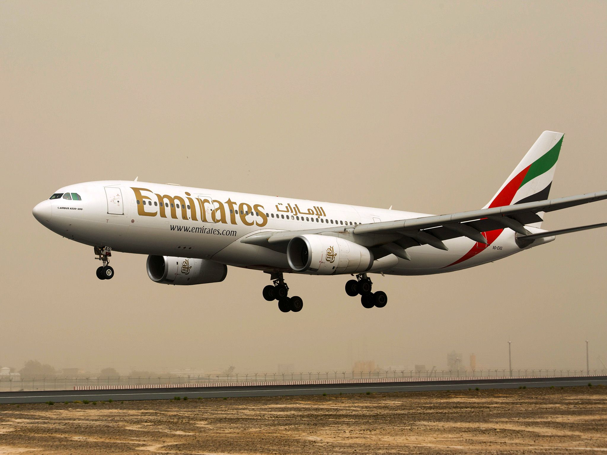 Dubai: Emirates aircraft at take off. This image is from Ultimate Airport Dubai. [Photo of the day - 十月 2015]