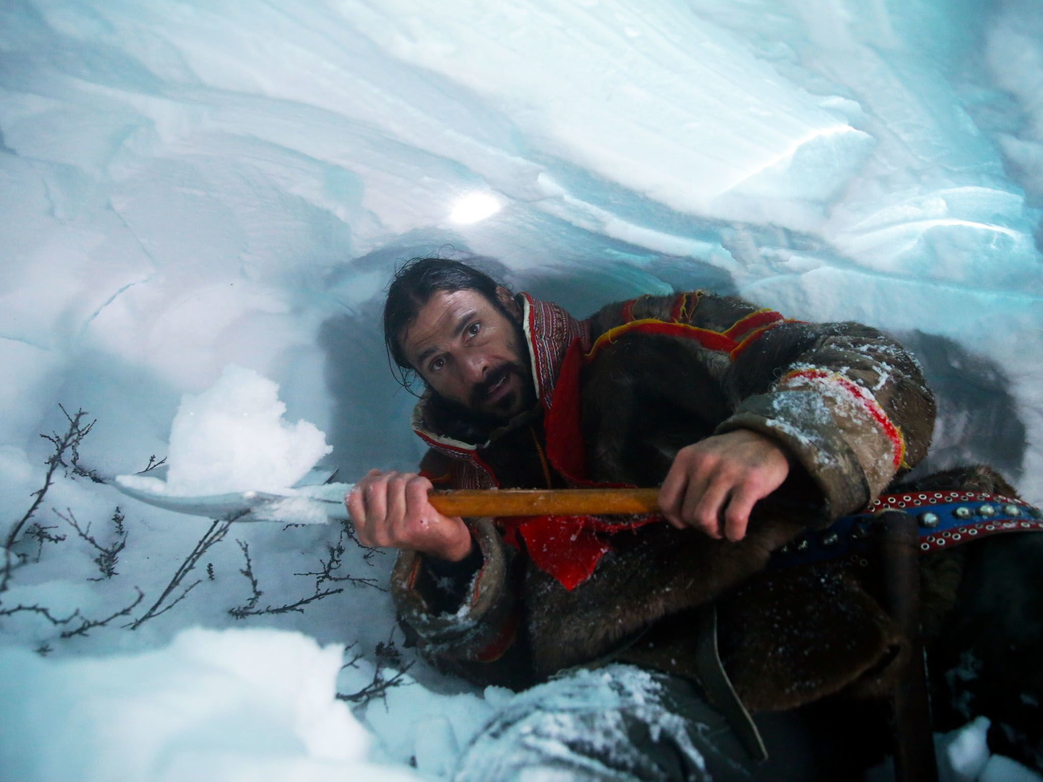 Norway: Hazen digging an ice cave so he can sleep protected from the blizzard. This image is... [Photo of the day - January 2016]