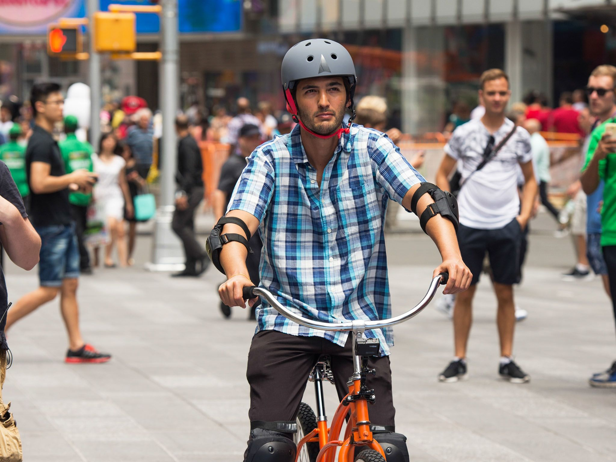 New York City, N.Y.: Jason Silva preparing to ride the Backwards Bike in front of a crowd in... [Photo of the day - فوریه 2016]