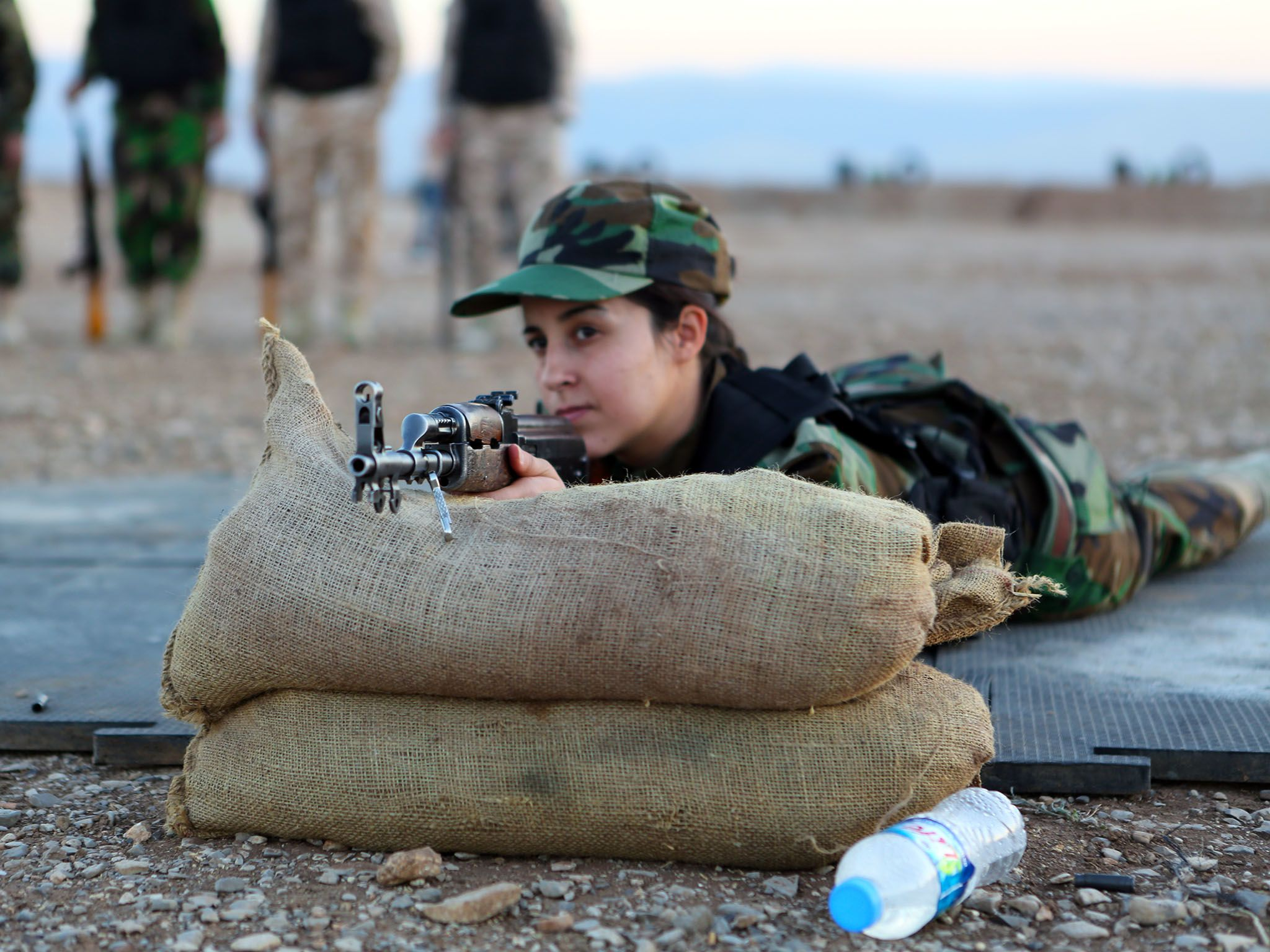 Sulamaniyah, Iraqi Kurdistan: In the Kurdish city of Sulamaniyah, a group of female fighters... [Photo of the day - مارس 2016]